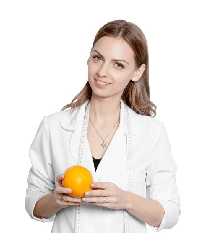 una dottoressa con arancia in mano